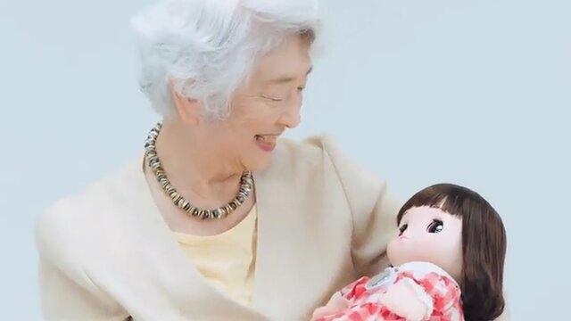 پایان تنهایی مادربزرگ ها و پدربزرگ های ژاپنی با آمدن نوه رباتیک!